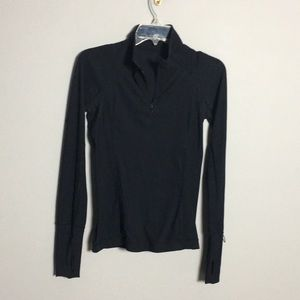 Lululemon • Long Sleeve 1/4 zip top
